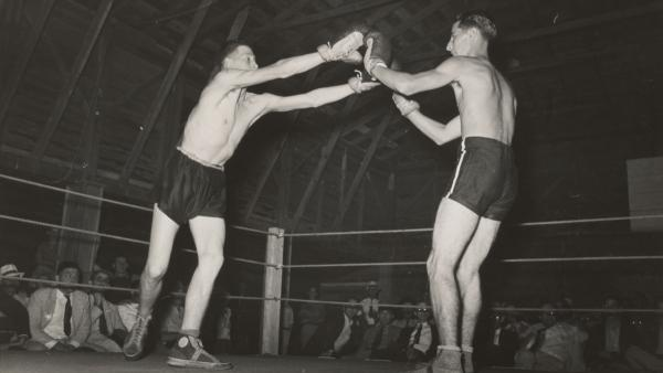Start of an amateur boxing match, Rayne, Louisiana. 1938. Photographer Lee Russell
